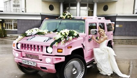 زينة زفاف للسيارات (91 صورة): كيف تزين سيارة لحفل زفاف بأشرطة وبالونات  بيديك؟ أمثلة التصميم