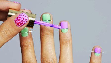 Manicures met strepen voor korte nagels