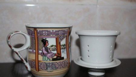 Kopjes koffie zetten met zeef