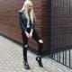 Calça jeans preta com buracos nos joelhos