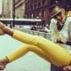 Mitä voin käyttää keltaisilla housuilla?