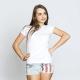 Valkoinen T-paita ilman kuviota