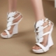 Valkoiset kiilat sandaalit