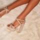 Sandaalit alustalla: mitä pukeutua