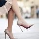 Sapatos de salto em couro bege