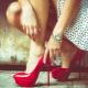 Sapatos de patente vermelho