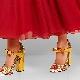 Sapatos com cinta de salto