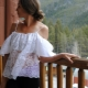 We naaien blouses met leeggelopen en open schouders