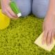 Hoe het tapijt thuis schoon te maken met frisdrank en azijn?