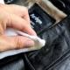 Como limpar uma jaqueta de couro em casa?