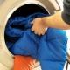 Hoe een jas op de dons wassen?