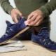 Hoe suede sneakers te wassen?