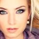 Hoe kies je de juiste wenkbrauwschaduw voor blondines?