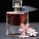 Hoe maak je parfum van etherische oliën thuis?