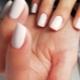 Hoe maak je een klassieke manicure voor korte nagels?