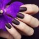 Matte manicure voor korte nagels: originele ideeën en modetrends