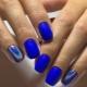 Blauwe manicure-ideeën voor korte nagels