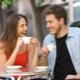 Hoe een man uitnodigen op een date zodat hij niet weigert?