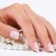 Hoe zien gezonde nagels eruit en hoe verhoudt hun uiterlijk zich tot de gezondheid?