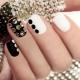 Manicure met strass steentjes voor korte nagels