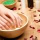 Baden voor nagels: voordelen, schade en recepten