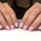 Monotone manicure-opties voor korte nagels