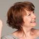 Talls de cabell curts sense estilitzar les dones després de 60 anys