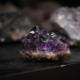 Artificial ametist: ce este și cum se deosebește de piatra naturală?