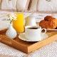 ถาดอาหารเช้าในเตียง: ประเภทและตัวเลือก