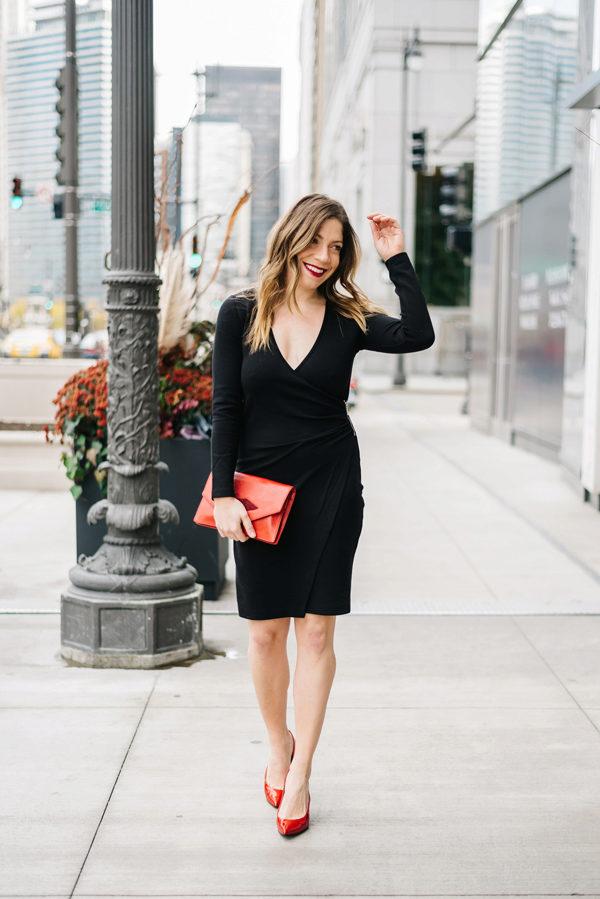 Punaiset kengät ja musta mekko (56 kuvaa): mitkä sukkahousut