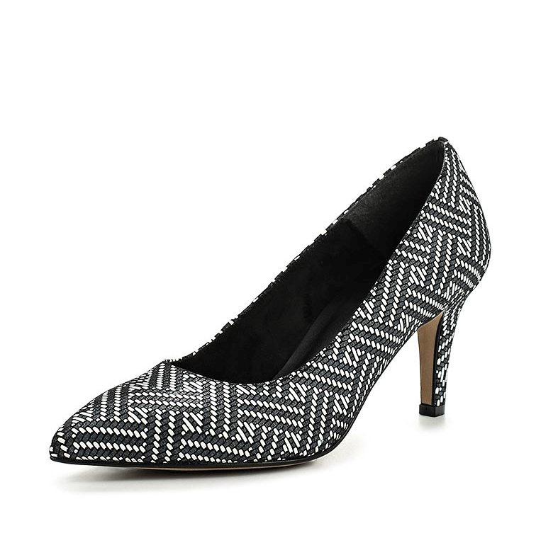 e29c659df Elegantné sandále v štýle rocku s úzkymi pásmi zapadajú do najodvážnejšieho  obrazu. Vysoký podpätok zabezpečí spoľahlivú fixáciu nohy.