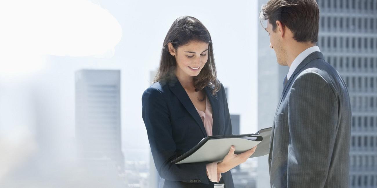 Ženský šéf datovania podriadené