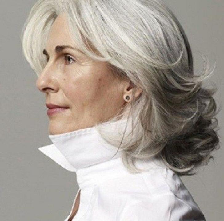 Til kvinder ældre hår langt 7 frisurer