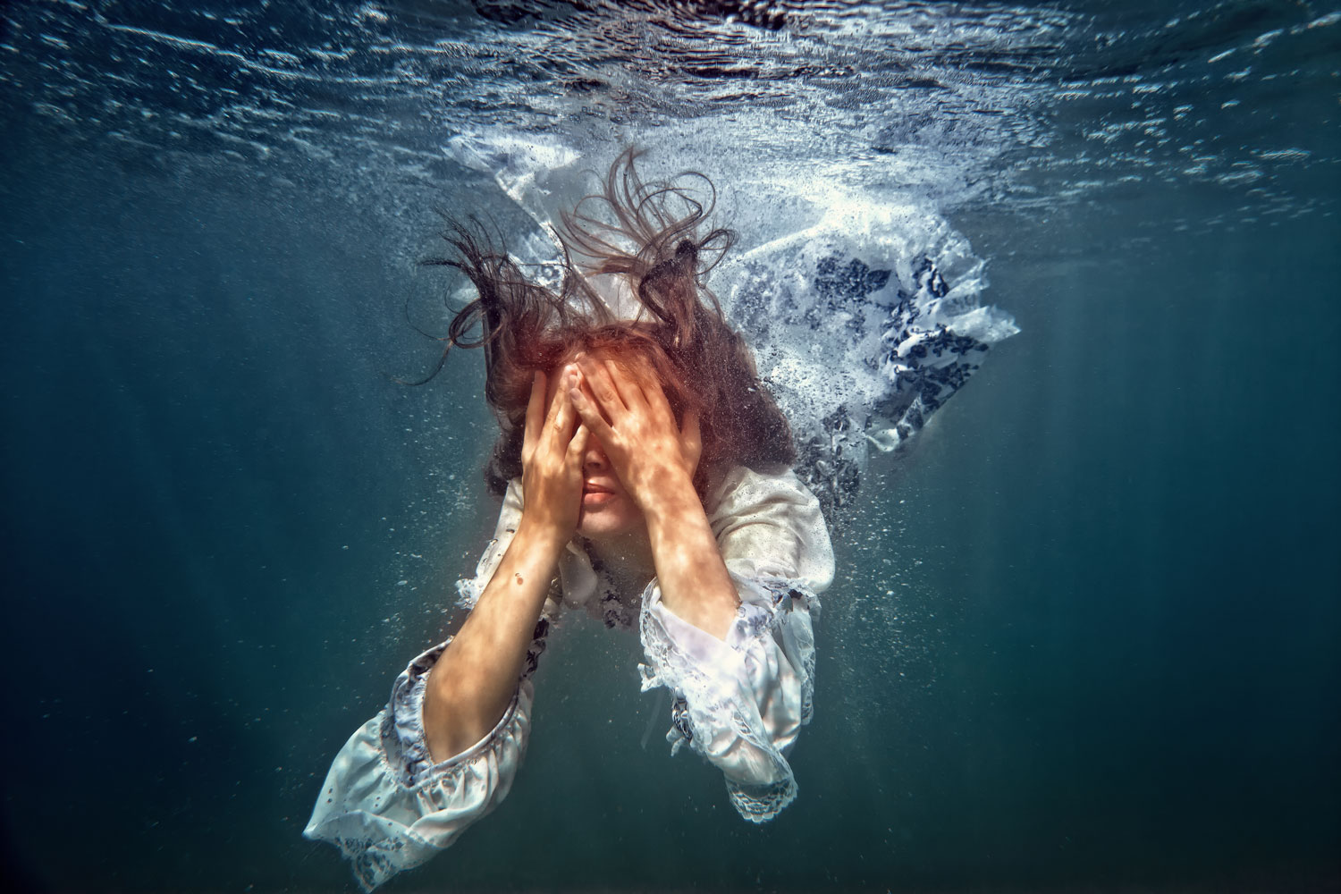 Batophobia: how to overcome the fear of depth while swimming