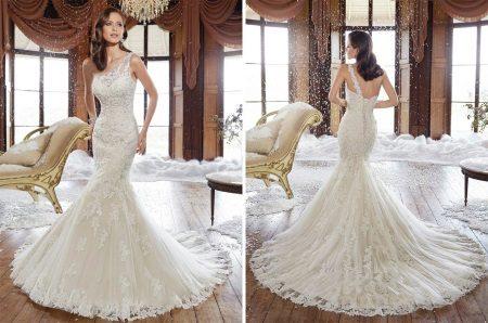 Esküvői ruha egy aszimmetrikus szíjjal