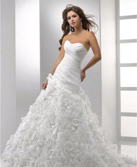 Сватбена рокля с дълга талия
