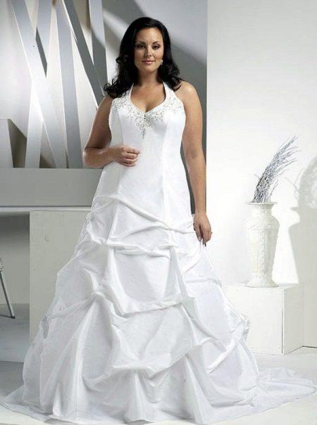 Vestit de núvia per a magnífics amb el cosset decorat i una faldilla
