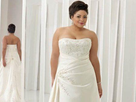 Vesteix amb una cotilla per al ple per al casament