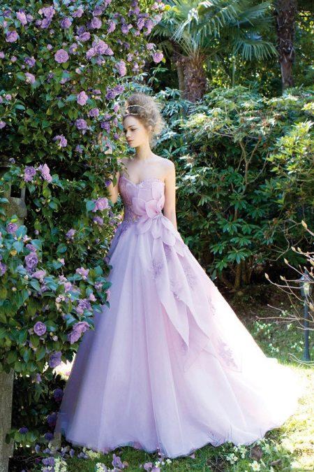 Perkahwinan lavender atau pakaian petang