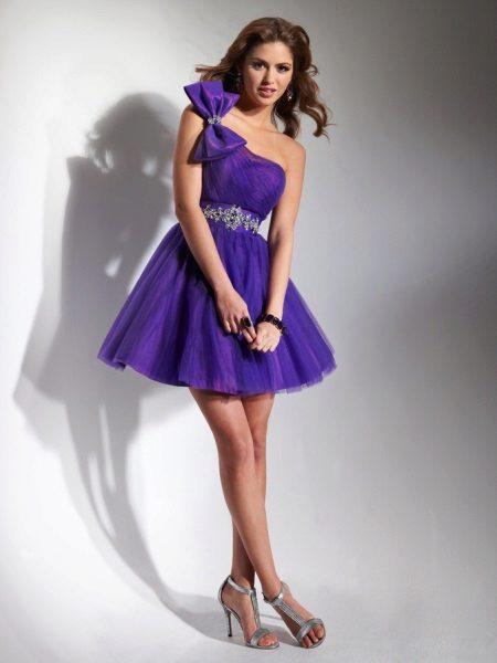 Pakaian petang ungu dengan rhinestones