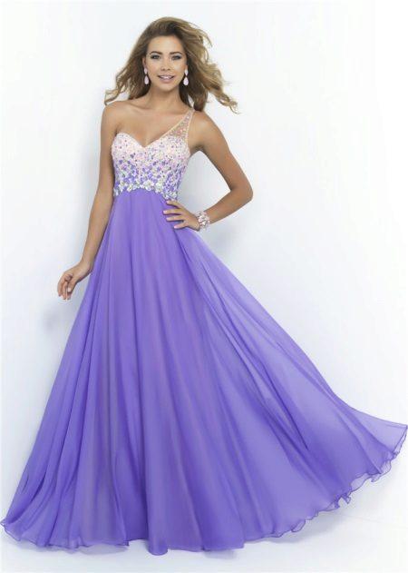 Bílé a fialové večerní šaty