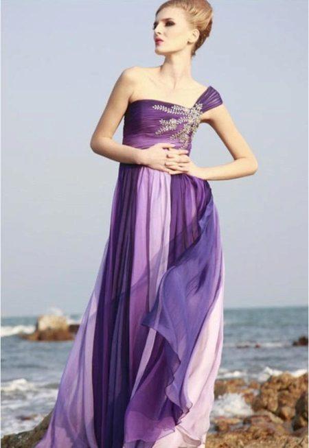 Lila, fialová a levandule ve večerních šatech