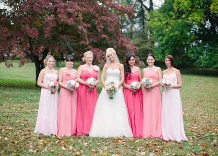 Bridesmaids vaaleanpunainen mekot