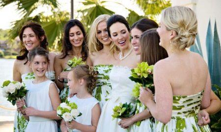 Valkoinen mekko bridesmaidille, painettu