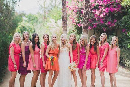 Vaaleanpunainen mekko bridesmaids