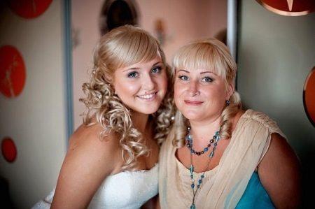 Mesma mãe e noiva penteado
