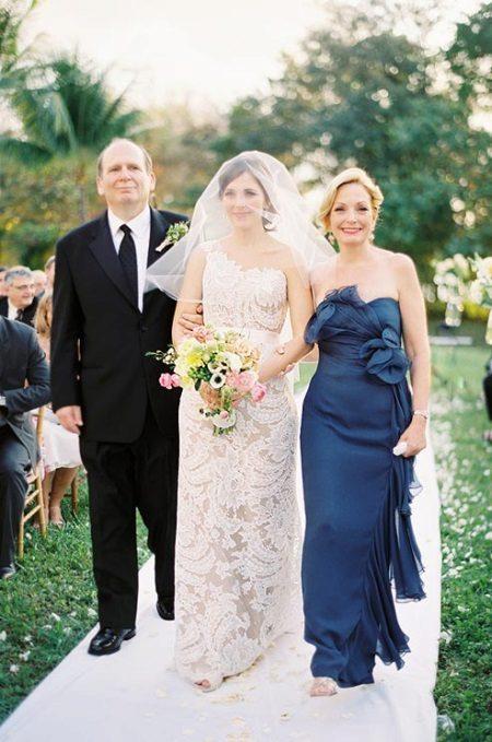 Vestido de renda para as mães da noiva