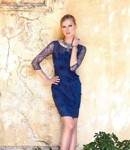 Pakaian malam pendek dengan lengan biru