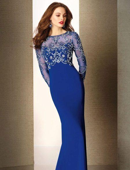 Pakaian malam biru dengan lengan panjang