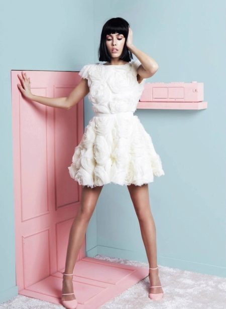 Short white evening dress with a fluffy skirt